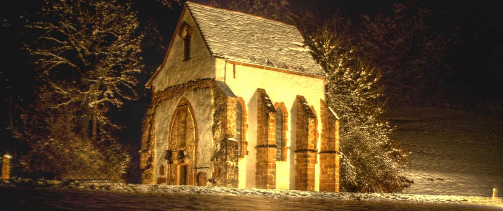 Tennenbach angestrahlt: Die Kapelle de...Scheinwerfer und warme Kleidung nötig.  | Foto: Joachim Herzer