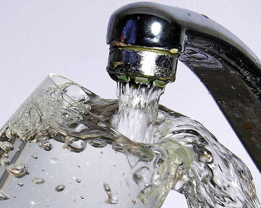 Der Bugginger Gemeinderat ist gegen die Privatisierung der Wasserversorgung.   | Foto: dpa
