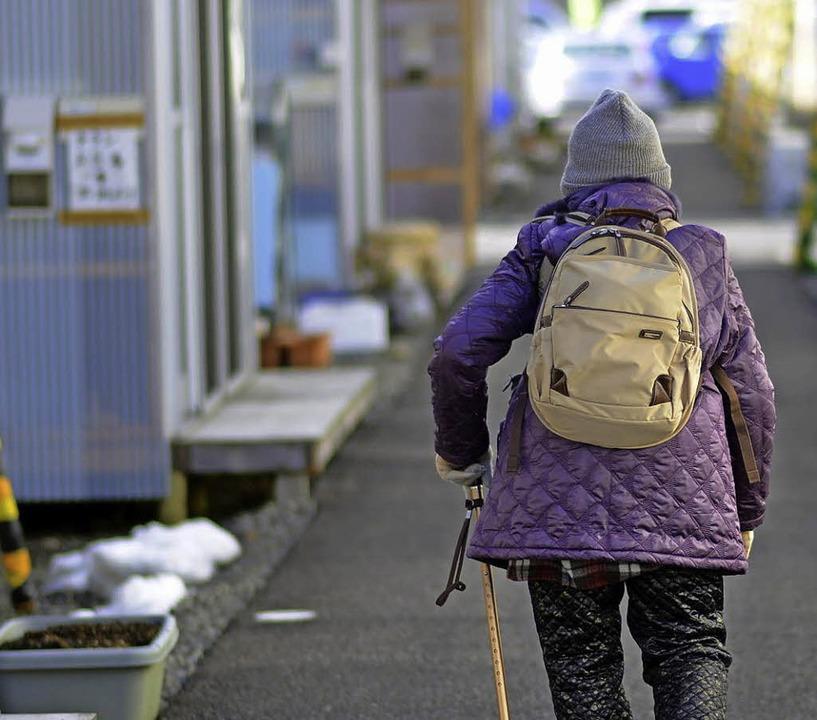 Seit zwei Jahren ohne Zuhause: 320000 ...n nach wie vor in einer Notunterkunft.  | Foto: dpa