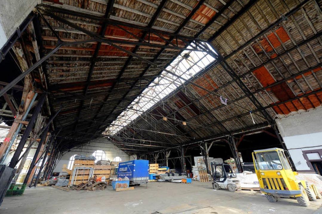Das Mittelschiff der Lokhalle dient vorerst nur als Lagerhalle.  | Foto: Ingo Schneider