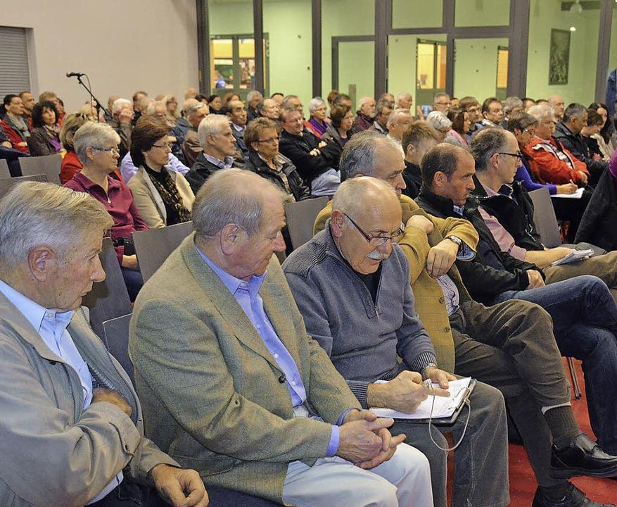 Bürgerbündnis Bahn lockte über 120 Zuhörer nach Auggen.   | Foto: Umiger