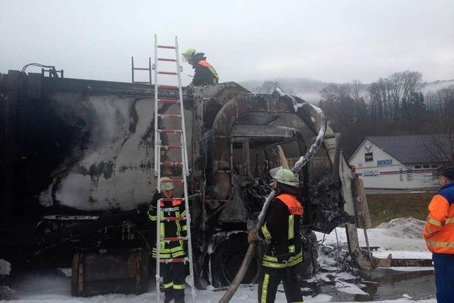 Müllwagen gerät in Brand