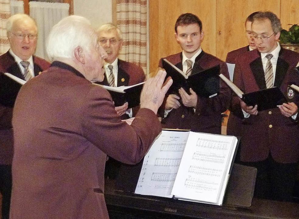 Ehrendirigent Hartmann Kropf vertrat G...e, der demnächst seinen Abschied gibt.  | Foto: Sonja Eiche