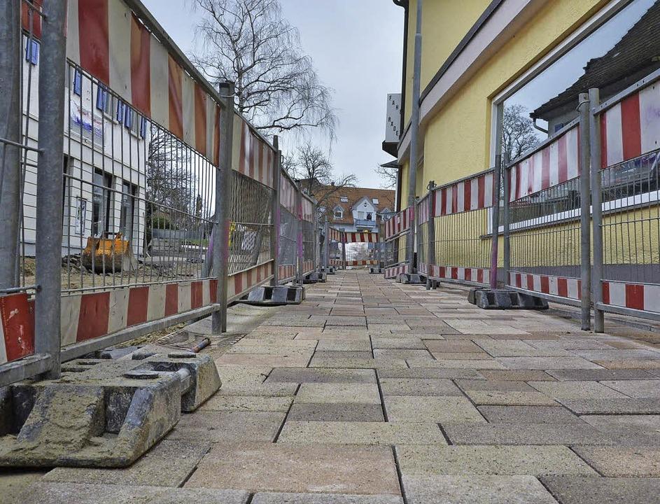 Die ersten neuen Pflastersteine sind v...– auf der Zufahrt zum Lammplatz   | Foto: A.Huber