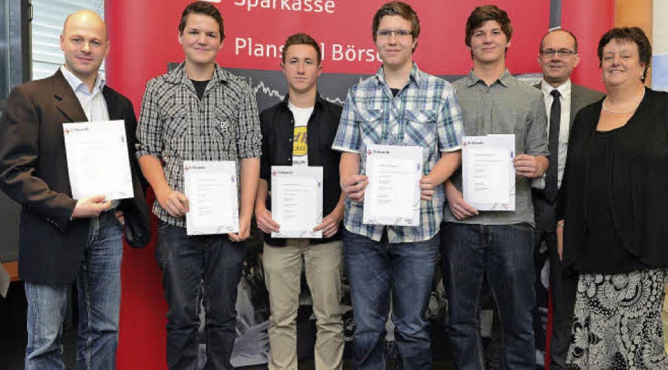 Freuen sich über den zweiten Platz bei...th von der Sparkasse Hochschwarzwald.   | Foto: Privat
