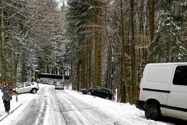 Vier Autos mit Totalschaden, drei weitere Beschädigt, keine Verletzte, 70 000 Euro Schaden