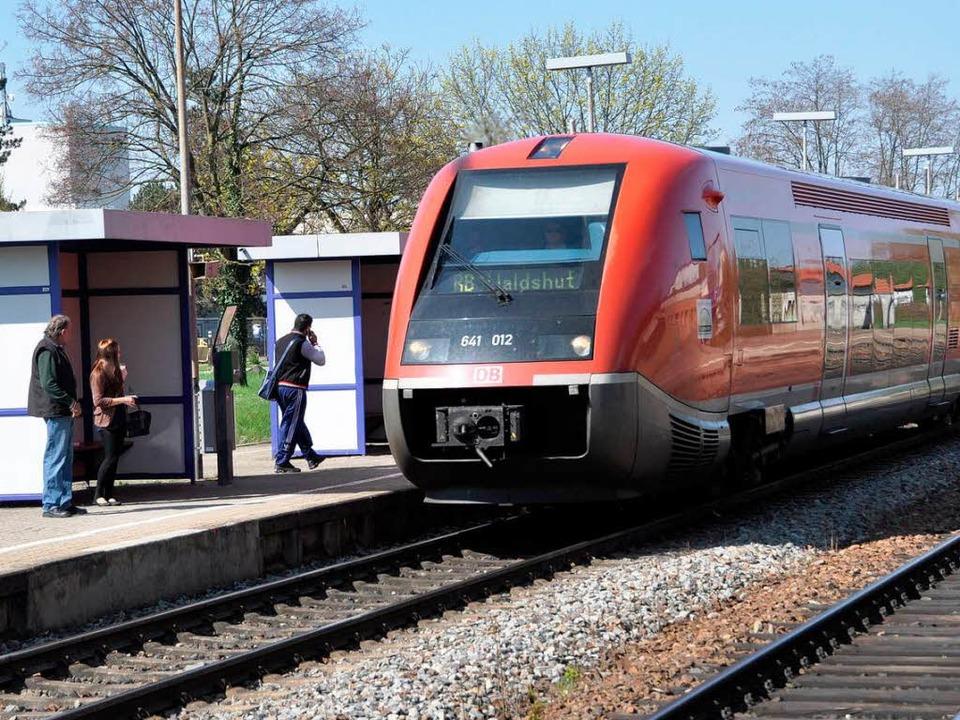 Die Dieselzüge am Hochrhein seien ein ... hieß es beim Ortstermin in   Grenzach    Foto: Daniel Gramespacher