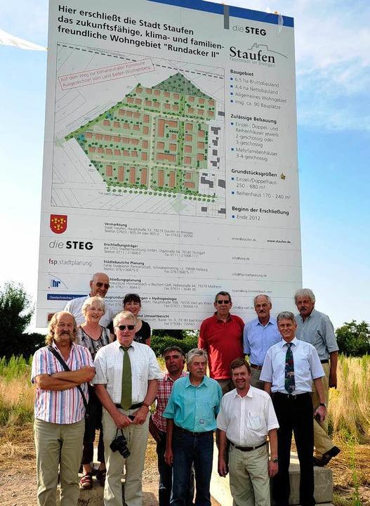 <ONBU>Bürgermeister Benitz und Mitglie...ssung des Baugebiets begonnnen werden.  | Foto: Bernhard Seitz