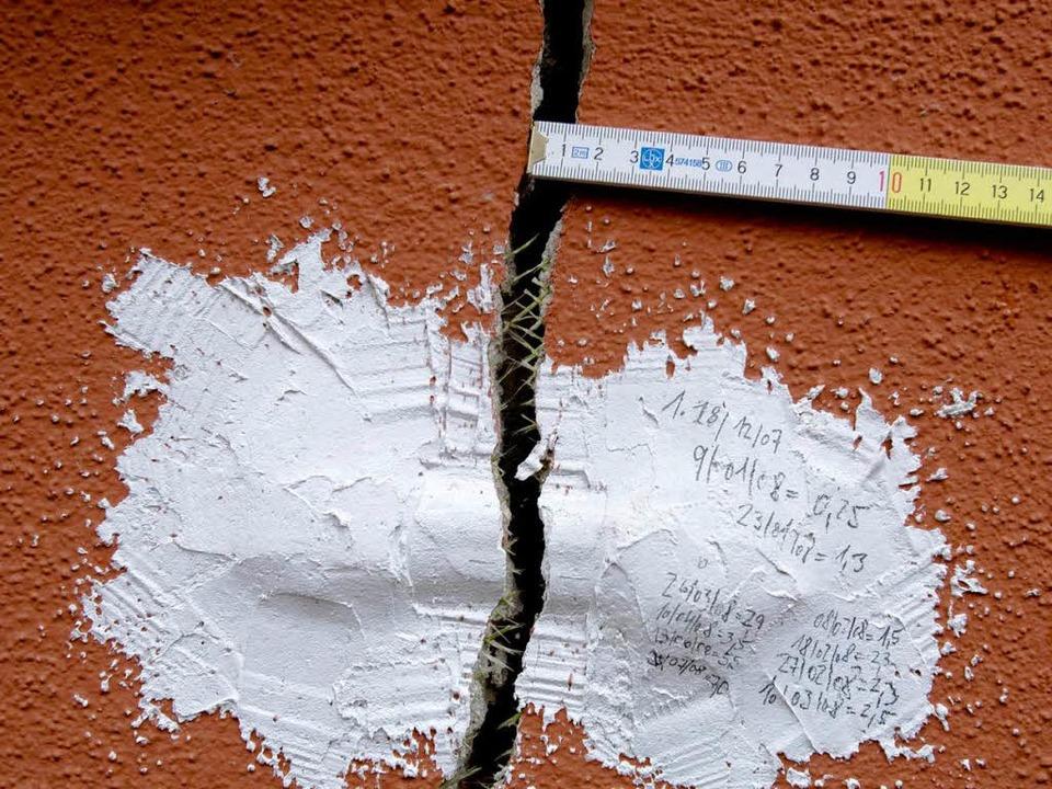Immer noch werden die Risse-Schäden in Staufen größer.  | Foto: DAPD