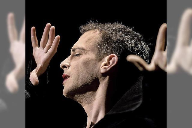 Tim Fischer singt im Theater Fauteuil in Basel
