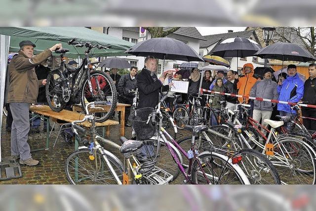 Tour unterm Regenschirm
