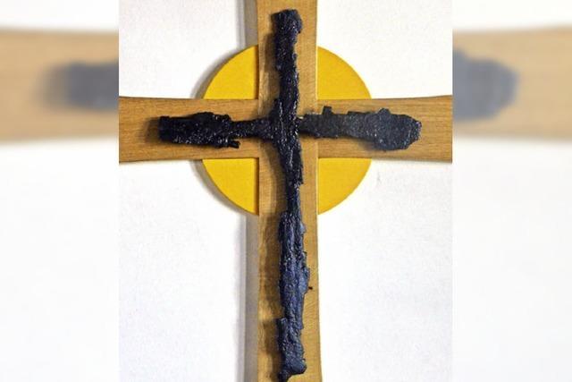 Ein Splitterkreuz mahnt zum Frieden