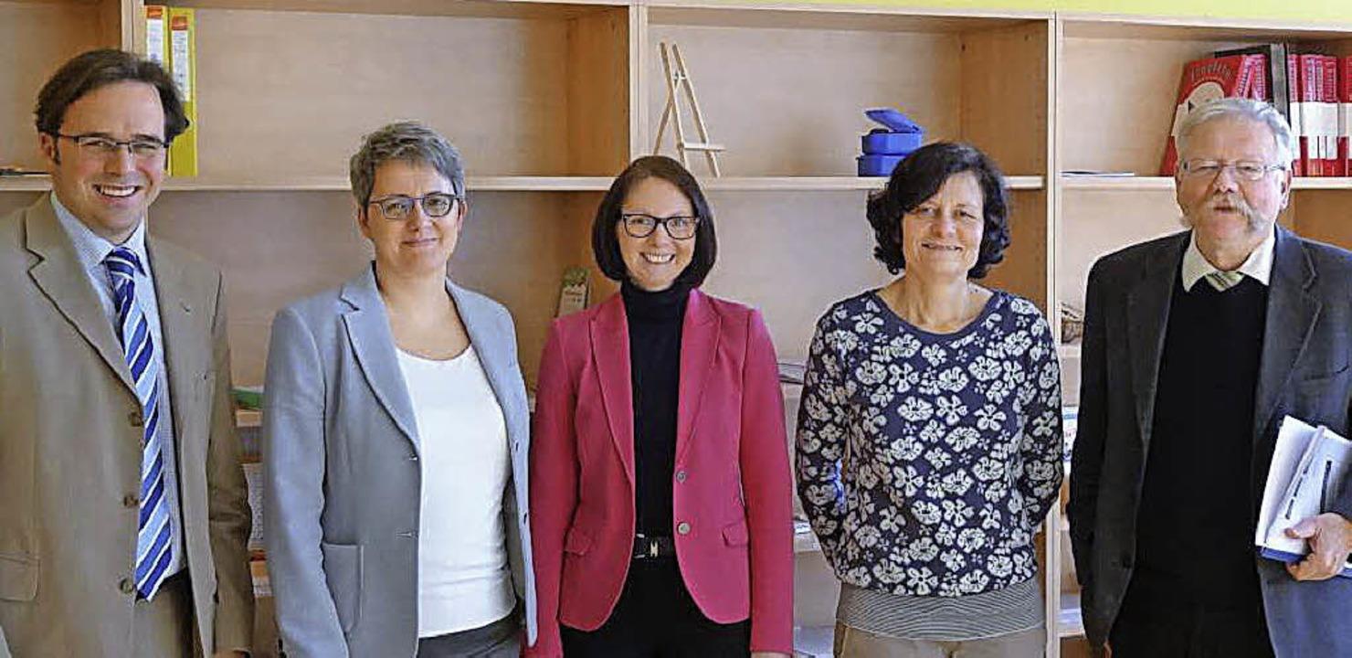 Bildungsbesuch (von links): Carsten Ga...oser, Sabine Meier und Joachim Schwab   | Foto: gemeinde
