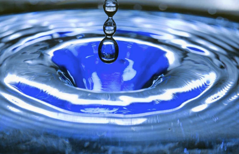 Wasser: Die Deutschen verbrauchen immer weniger davon.   | Foto: dpa