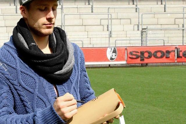 Versteigerung: SC Freiburg signiert 30 Majolika-Krüge