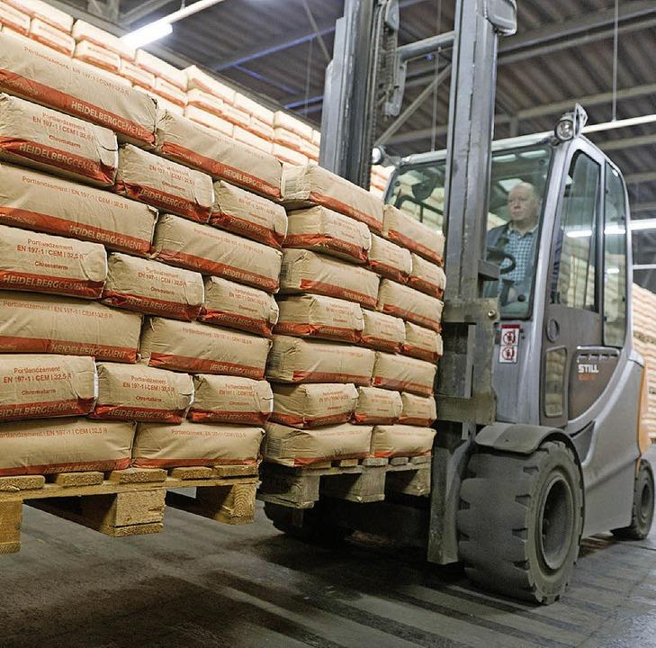 Zementbetriebe könnten für eine besser...auslastung ihre Produktion variieren.   | Foto: dpa
