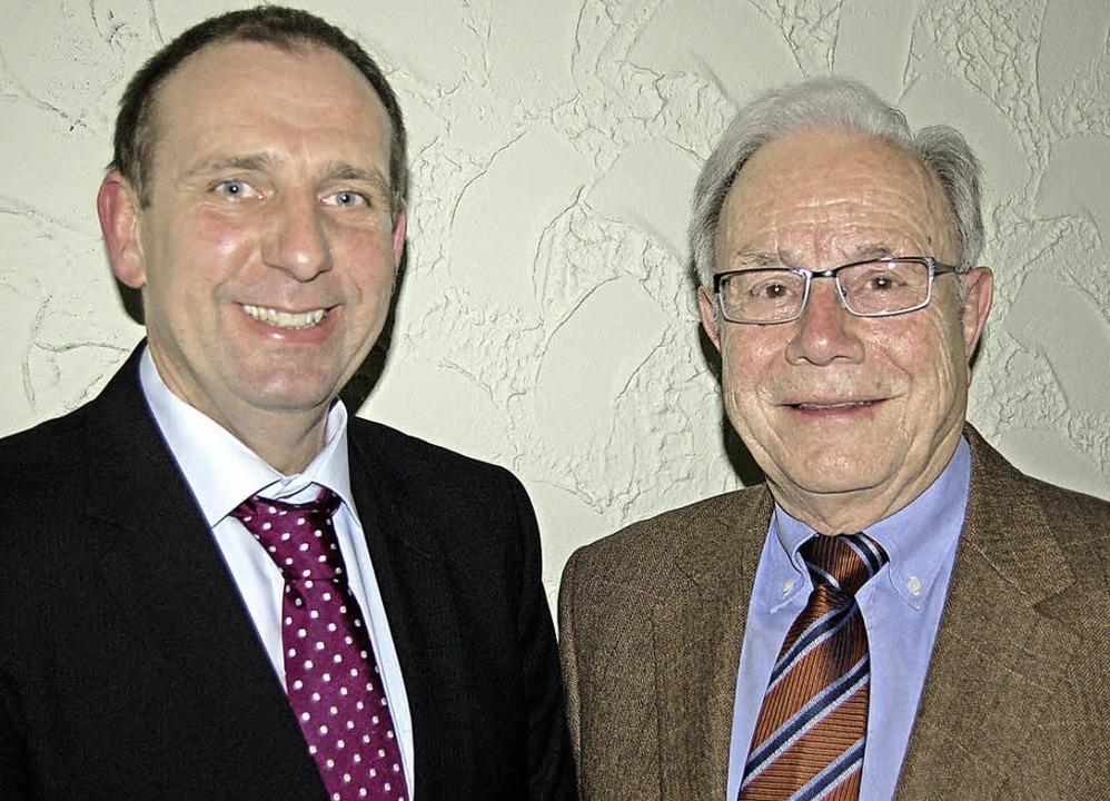 Ingo Finkbeiner (links) ist neuer Vors...rald Kuderer wurde Ehrenvorsitzender.     Foto: Christian Ringwald