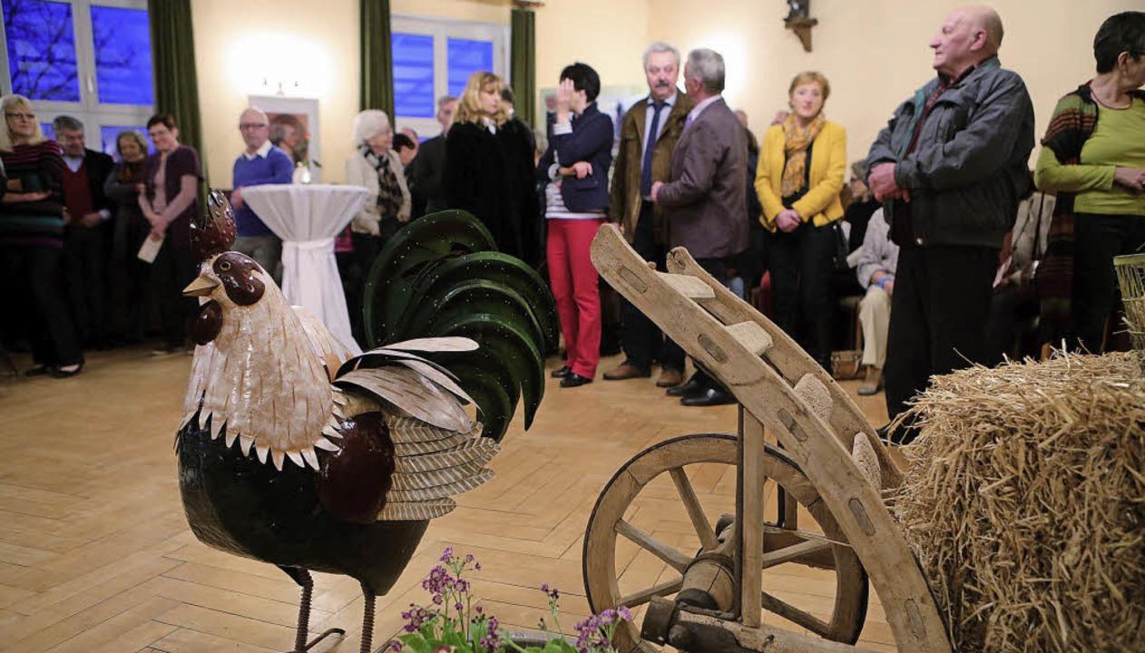Begrüßung im Rathaus: Die Ausstellung ist eröffnet.   | Foto: christoph breithaupt