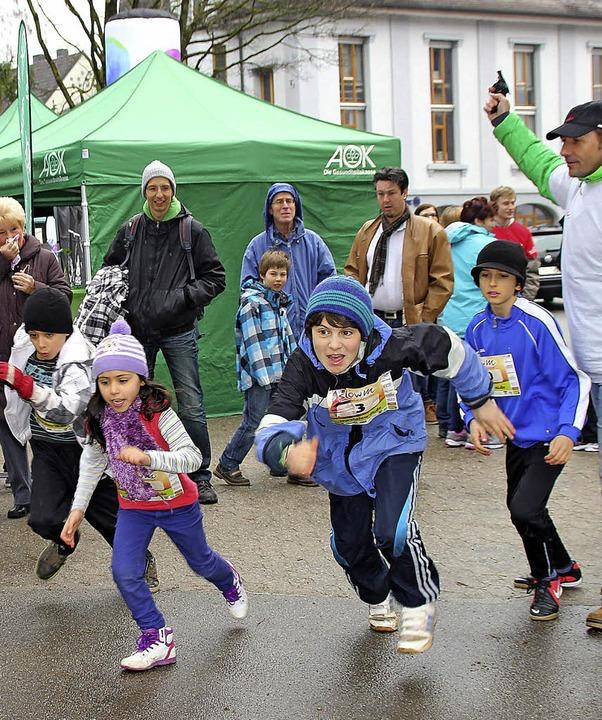 Ob Jung oder Alt, gehend, laufend oder...ür Rhythmus in der Schlettstadtallee.   | Foto: Rebekka Sommer (1), Stefanie Sigmund (2)