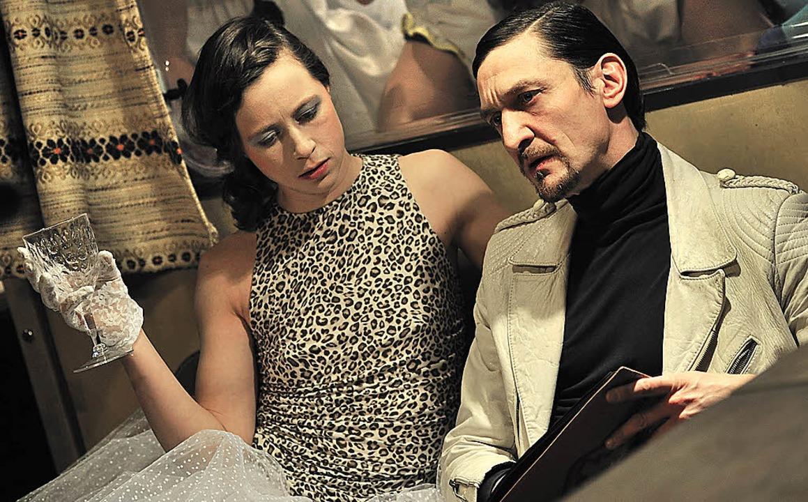 Myra (Charlotte Müller) und der Herrenmensch (Victor Calero)  | Foto: Korbel