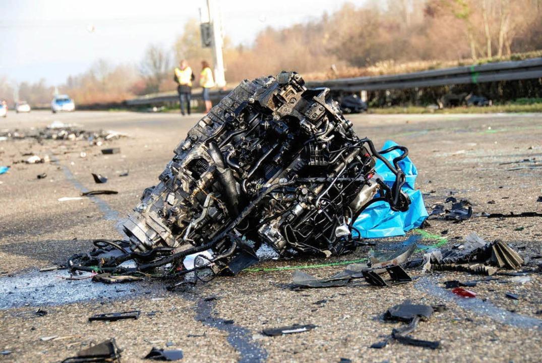 Bei diesem Unfall im November wurde de...Motorblock aus dem Fahrzeug gerissen.   | Foto: polizei
