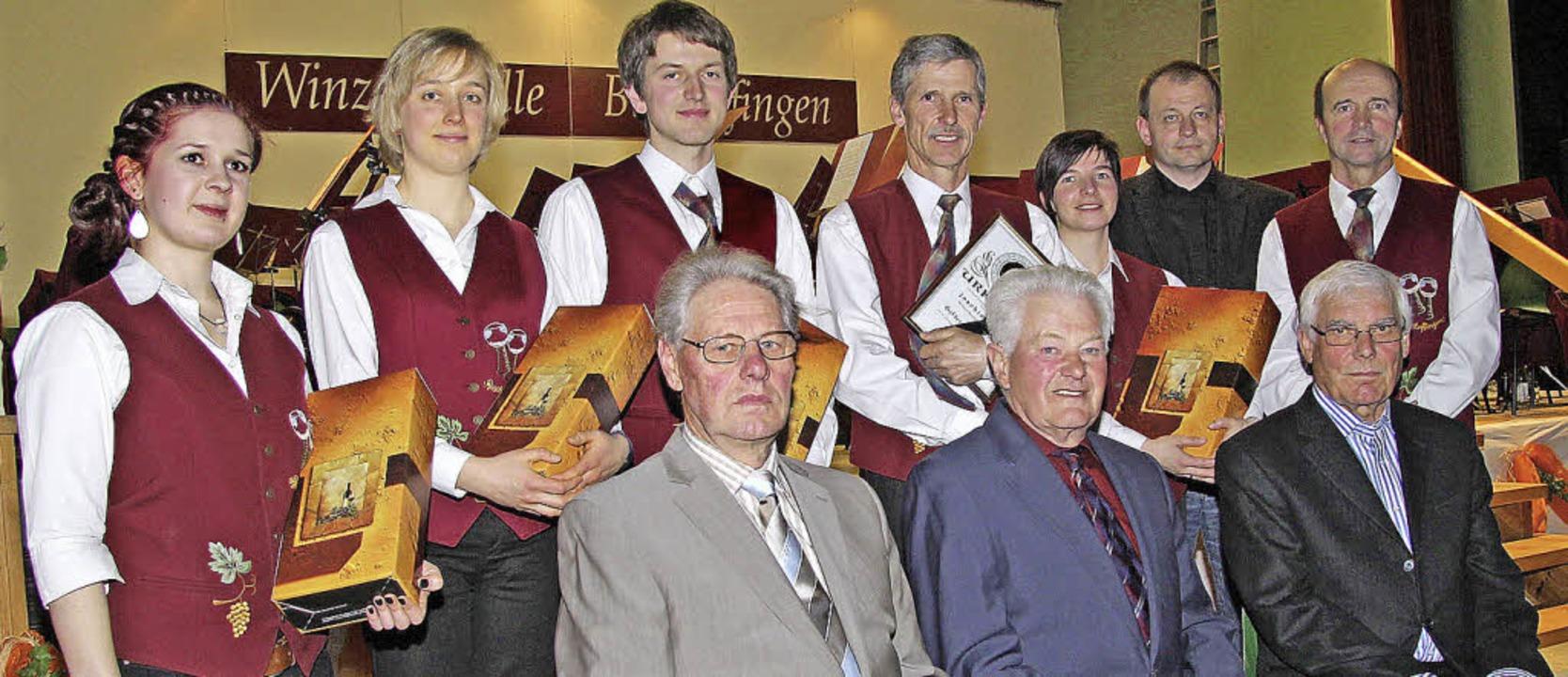 Die  Winzerkapelle Bischoffingen ehrte Mitglieder für langjährige Treue.     Foto: herbert trogus