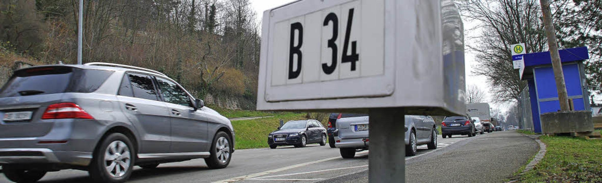 Die Verkehrsbelastung auf er B34 reich...ste des Landes nach oben zu klettern.   | Foto: Ralf Staub