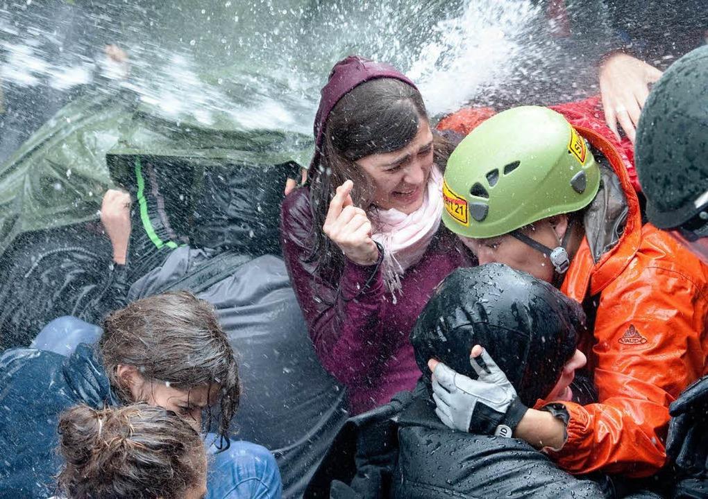 Der Wasserwerfereinsatz am 30. Septemb... Polizisten ein rechtliches Nachspiel.    Foto: dpa