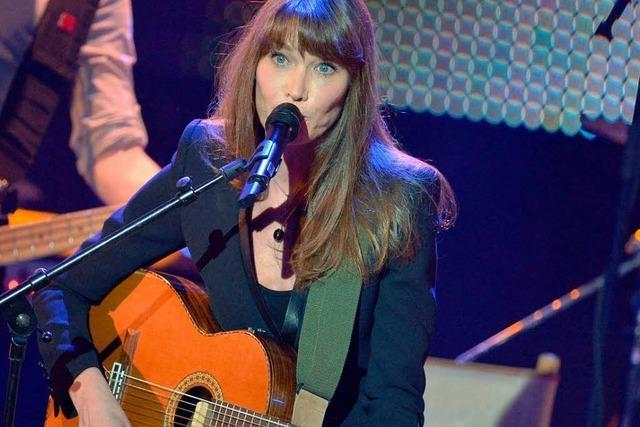 Carla Bruni versucht ein Comeback als Chanson-Sängerin