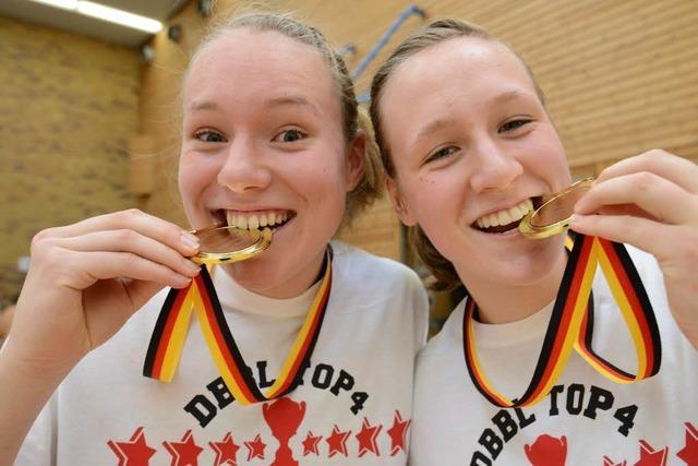 Fotos: Die Eisvögel gewinnen zuhause den Basketball-Pokal
