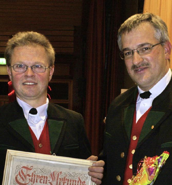 Andreas Böhm (links) wurde vom Vorsitz...er (rechts) zum Ehrenmitglied ernannt.  | Foto: Werner Probst