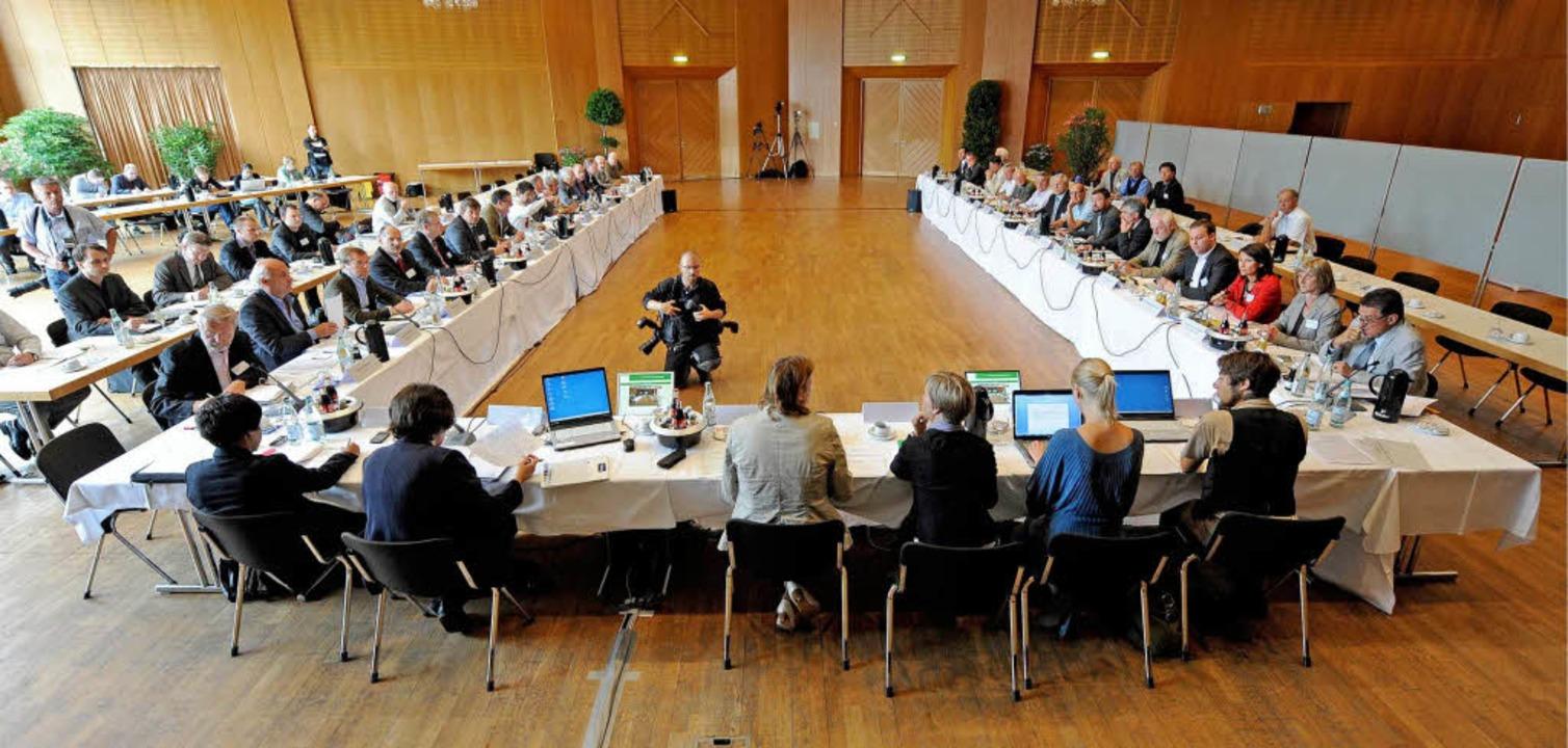 Runder Tisch zum Pumpspeicherkraftwerk Atdorf.  | Foto: dapd