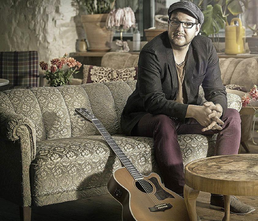 Fasziniert von der Gitarrre: Lukas Meister   | Foto: pro
