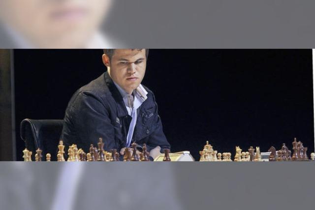 Magnus Carlsen ist gegen Viswanathan Anand am Zug
