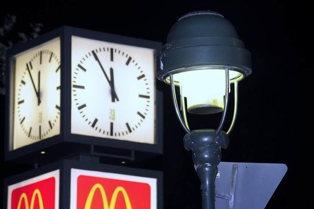 Freiburg zappenduster: Straßenlampen in der Innenstadt gingen mit Verspätung an