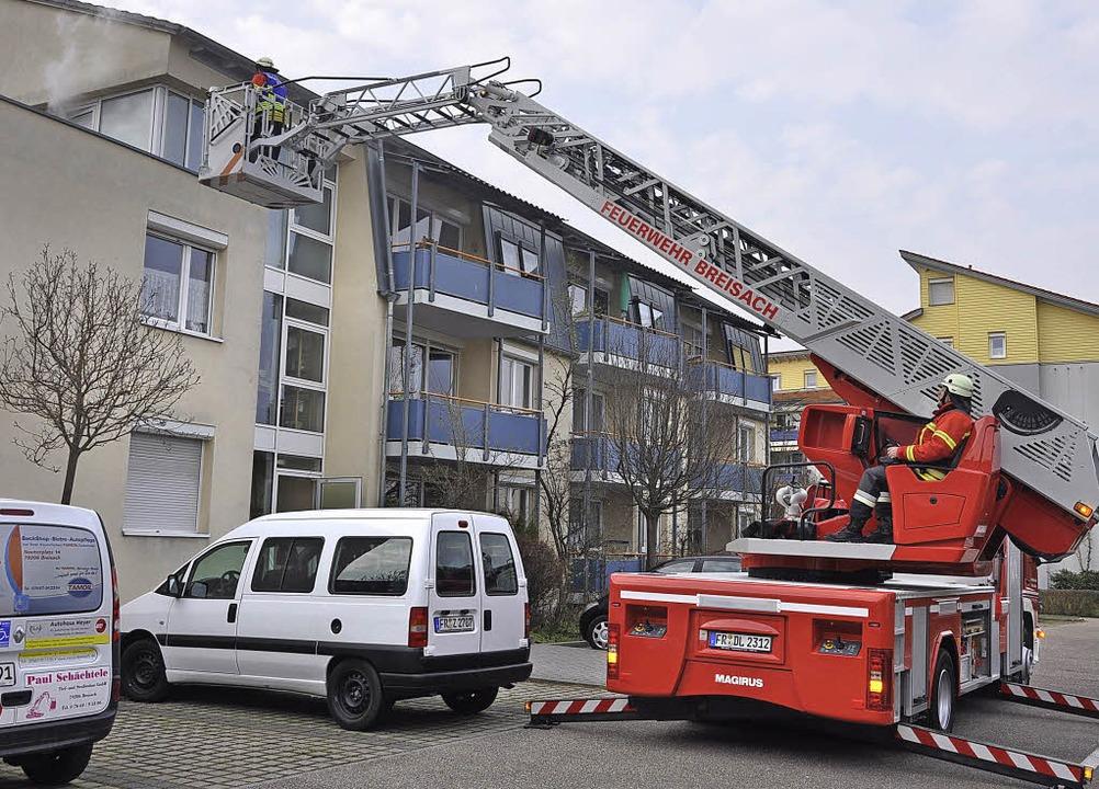 Die Breisacher  Feuerwehr probte für  ...eren Etagen des Gebäudes vorzudringen.  | Foto: kai kricheldorff