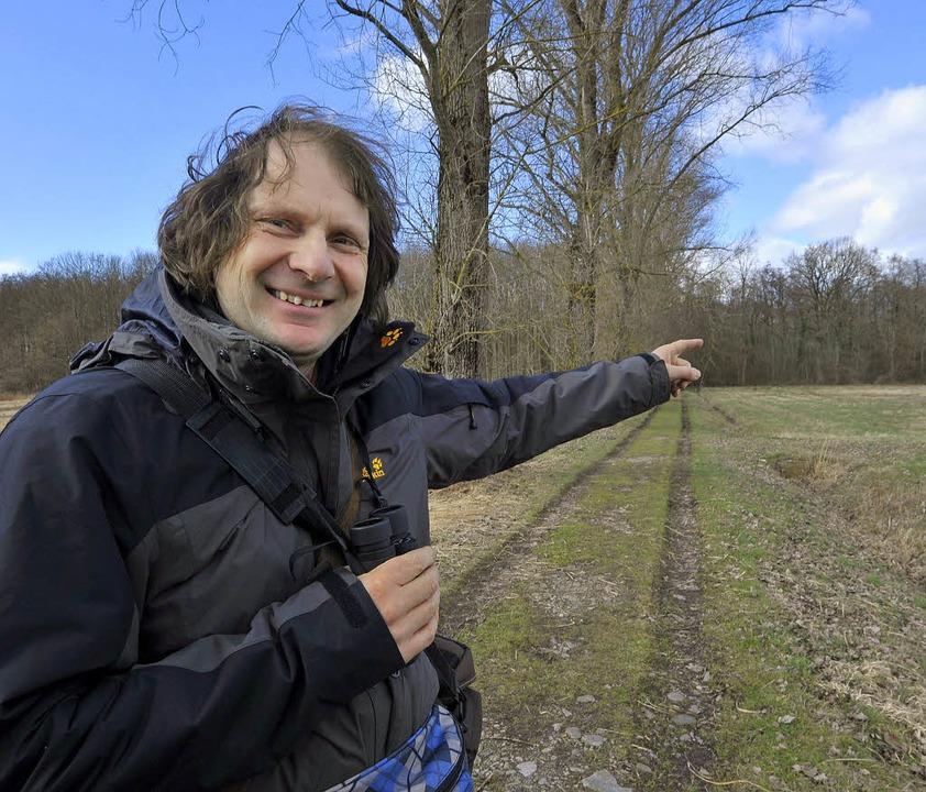 Der Biologe Frank Hohlfeld kennt annäh...el im Hochdorfer Bannwald persönlich.   | Foto: Michael Bamberger