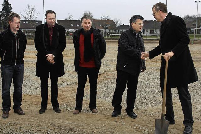 Baubeginn für den neuen Kunstrasenplatz des Bahlinger SC