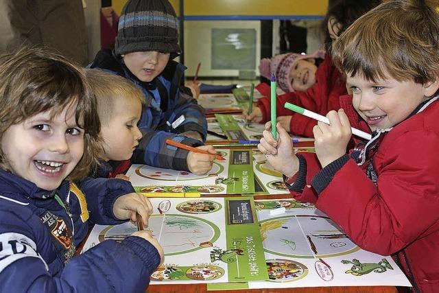 Kinder gieren nach Obst und Gemüse
