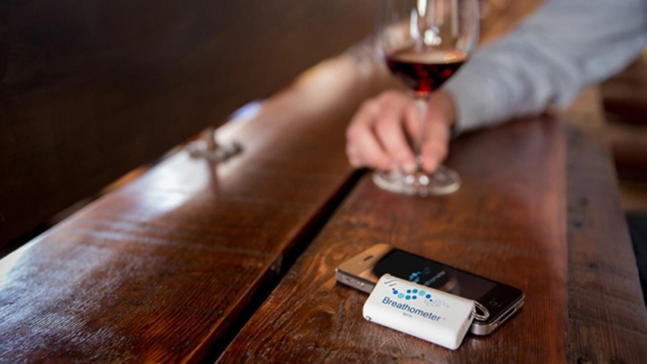 Breathometer (und Smartphone) - Die Id...r (rund 90.000 Euro) zusammengekommen.  | Foto: IDG