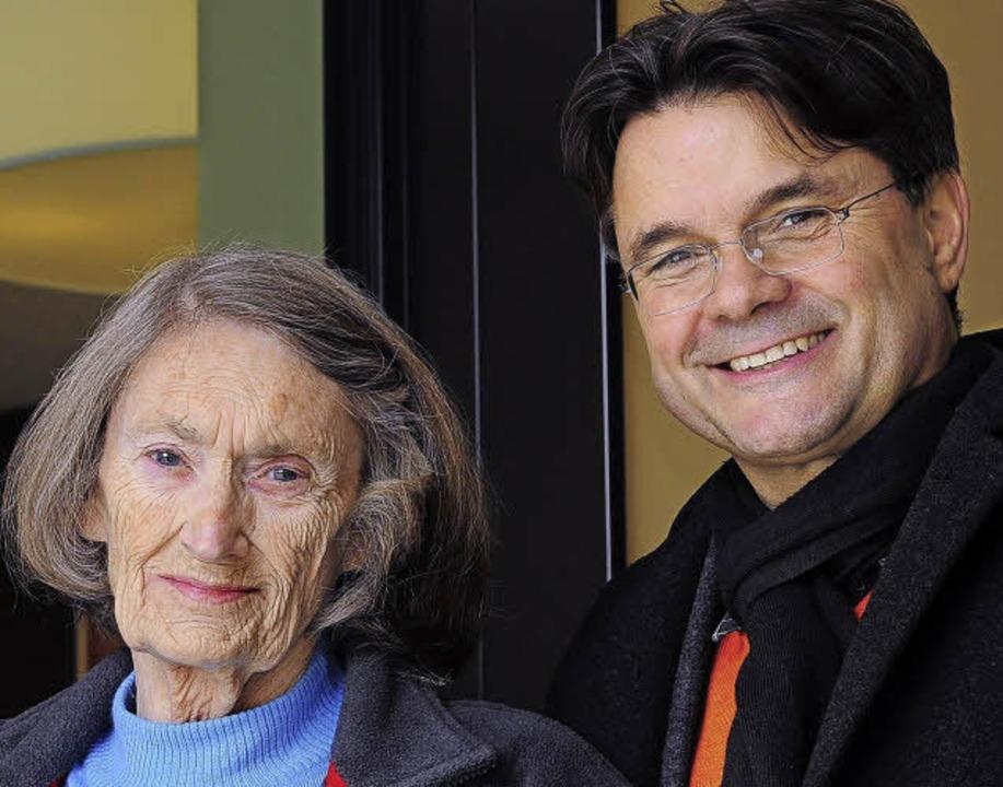 Else Friemann mit Stadtbau-Chef Ralf Klausmann  | Foto: Thomas Kunz