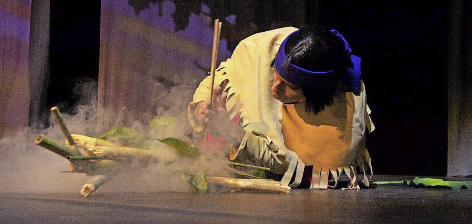 Yakari macht Feuer.     Foto: pro