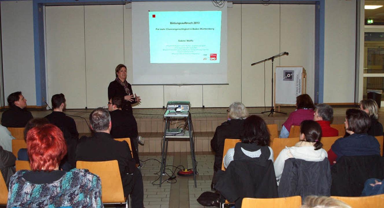 Sabine Wölfle erläuterte in Herbolzhei...ndzüge der Bildungspolitik des Landes.    Foto: Michael haberer