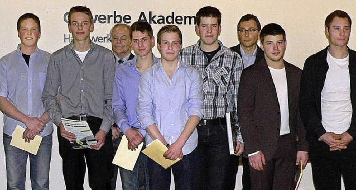 Die Prüfungs- und Klassenbesten der Au... Wurth von der Gewerbeschule Breisach.  | Foto: innung LanBauTechnik