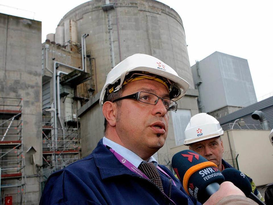 """""""Auf dem neuesten Stand der Tech...erry Rosso vor Block I in Fessenheim      Foto: Thierry Gachon"""