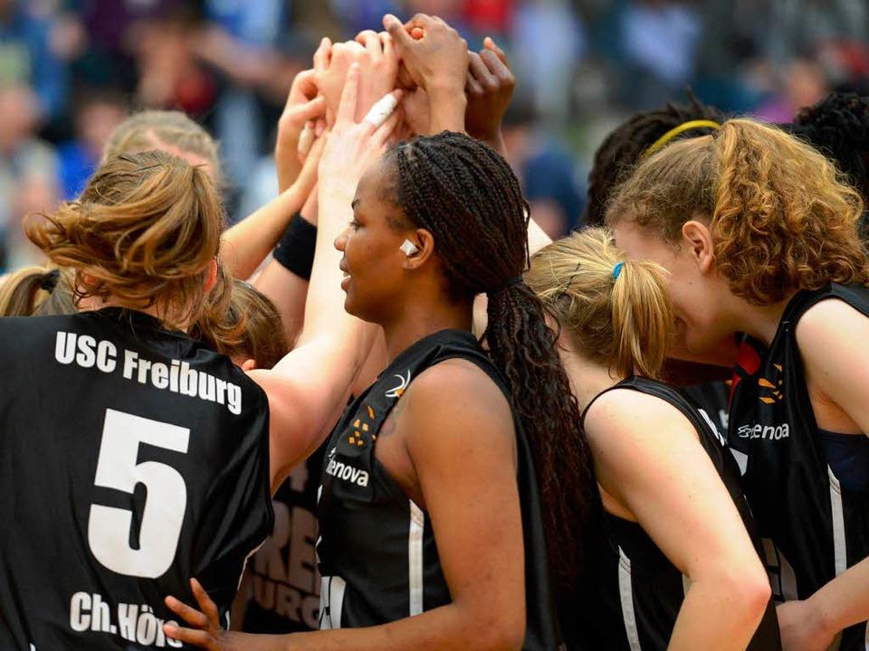 Einen guten Teamzusammenhalt werden di... um heute gegen Oberhausen zu siegen.     Foto: Seeger