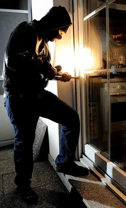 Immer öfter dringen Einbrecher in Wohnungen ein.  | Foto: dapd