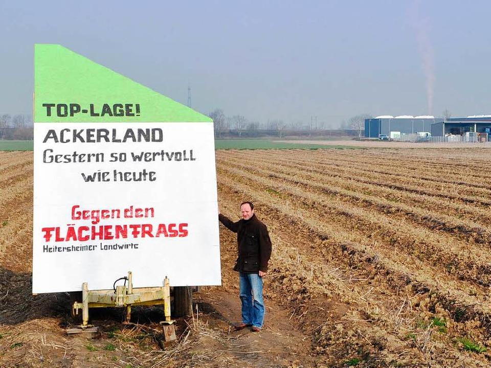 Wo jetzt bei Heitersheim noch Spargel ...nen Protest deutlich sichtbar gemacht.  | Foto: rainer ruther