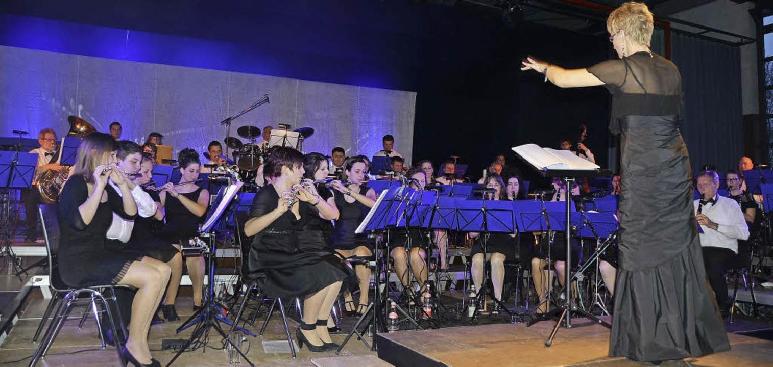 Der Musikverein Riegel begeisterte unter der Leitung von Katja Wössner.   | Foto: Roland Vitt