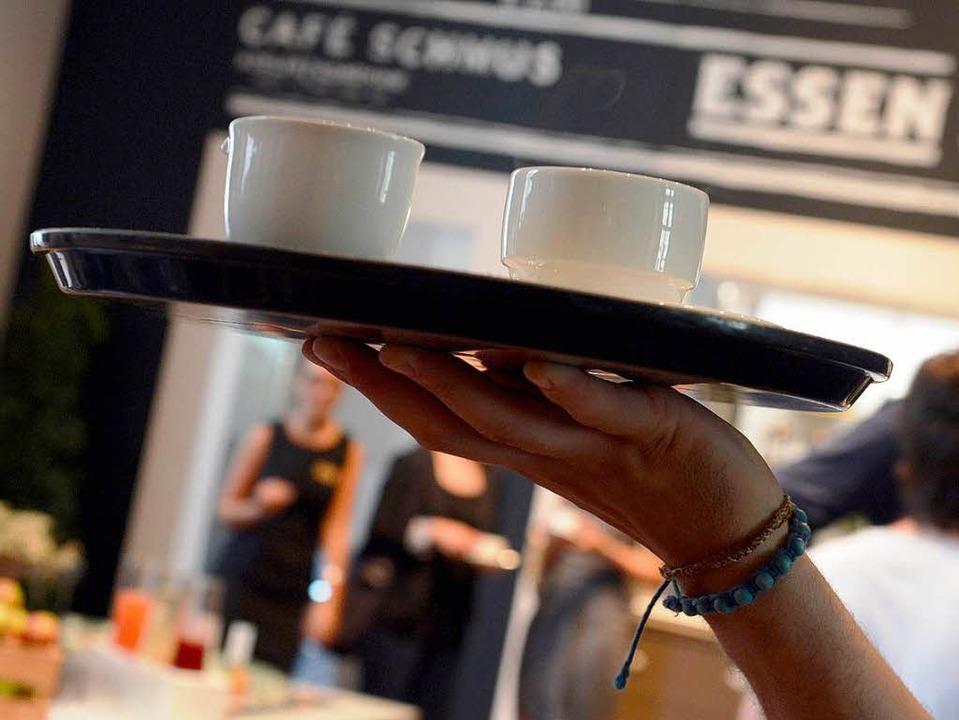 Der schnelle Euro als Aushilfe in der Gastronomie ist nicht ungefährlich.  | Foto: dpa